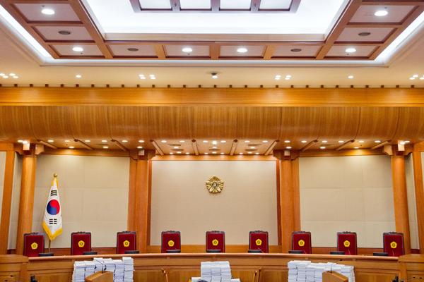 헌법재판소 사상 초유 재판관 '4인 체제' 전락