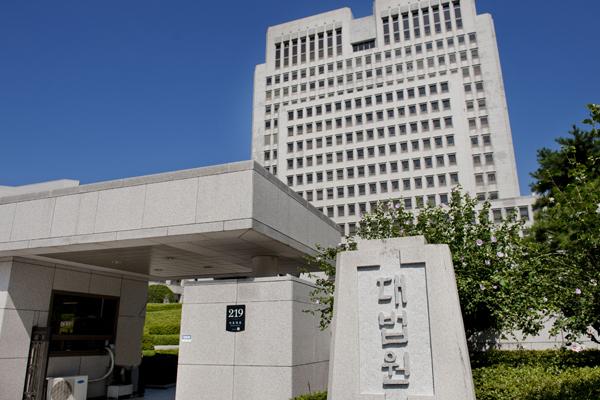 변호사의 '세무조정반 지정거부 취소 소송'… 대법원, 각하 판결 해석 제각각